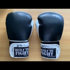 BOXING GLOVES BLACK 16oz BUILT TO FIGHT
